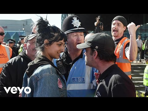 Billy Bragg - Saffiyah Smiles (Lyric Video)